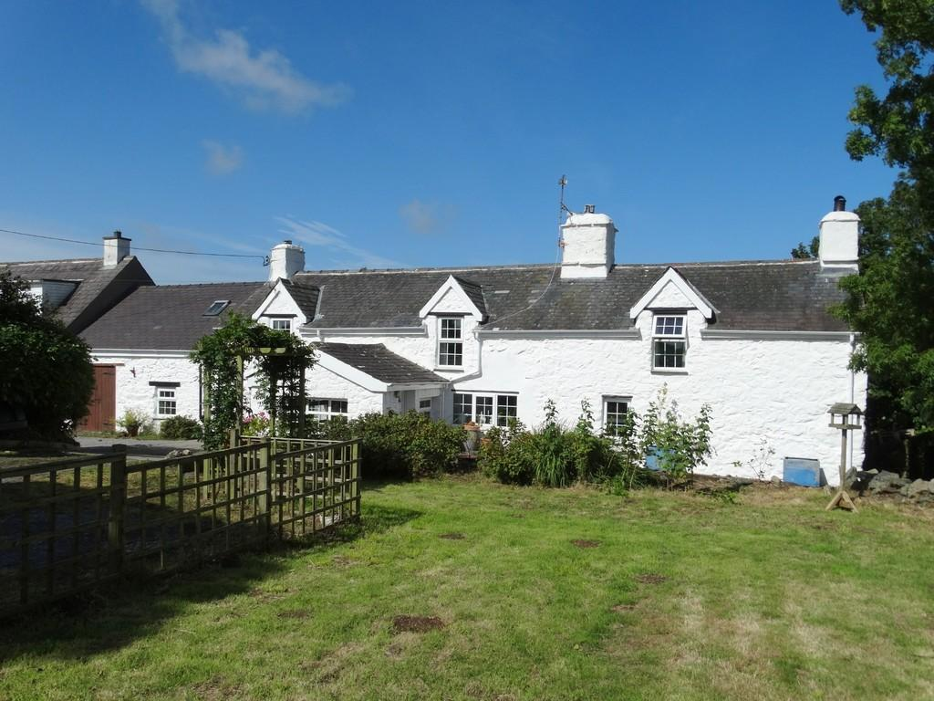 3 Bedrooms Cottage House for sale in Tynlon, Llandrygarn, North Wales