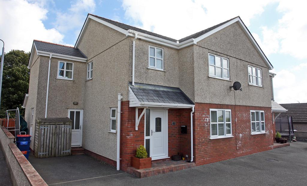 3 Bedrooms Semi Detached House for sale in Swn Y Gwynt, Llangristiolus, North Wales