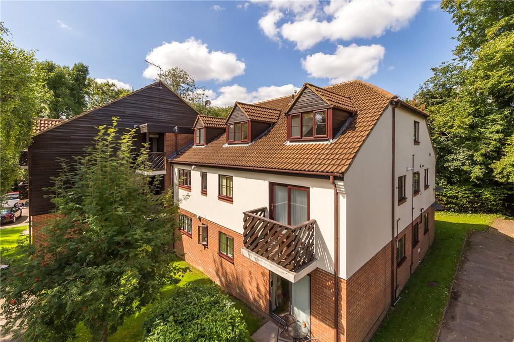 3 Bedrooms Flat for sale in Edmund Beaufort Drive, St Albans, Herts