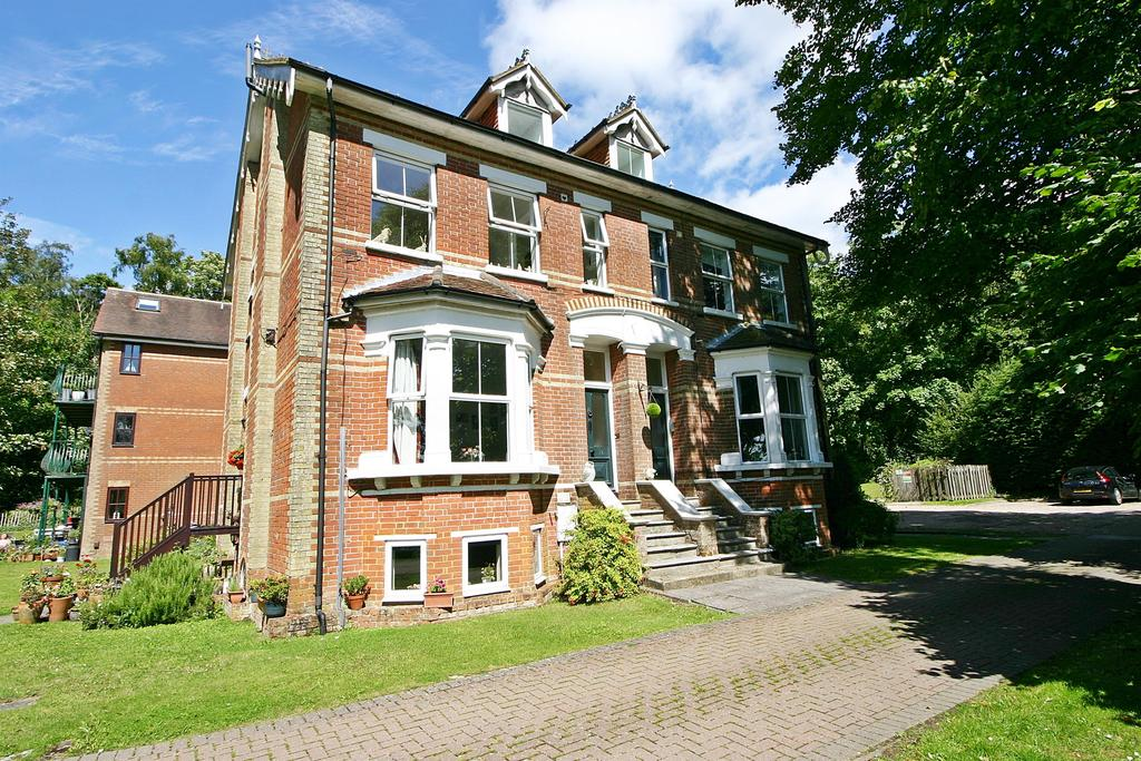 1 Bedroom Apartment Flat for sale in Abbey Hill, Netley Abbey, Southampton, SO31 5FB