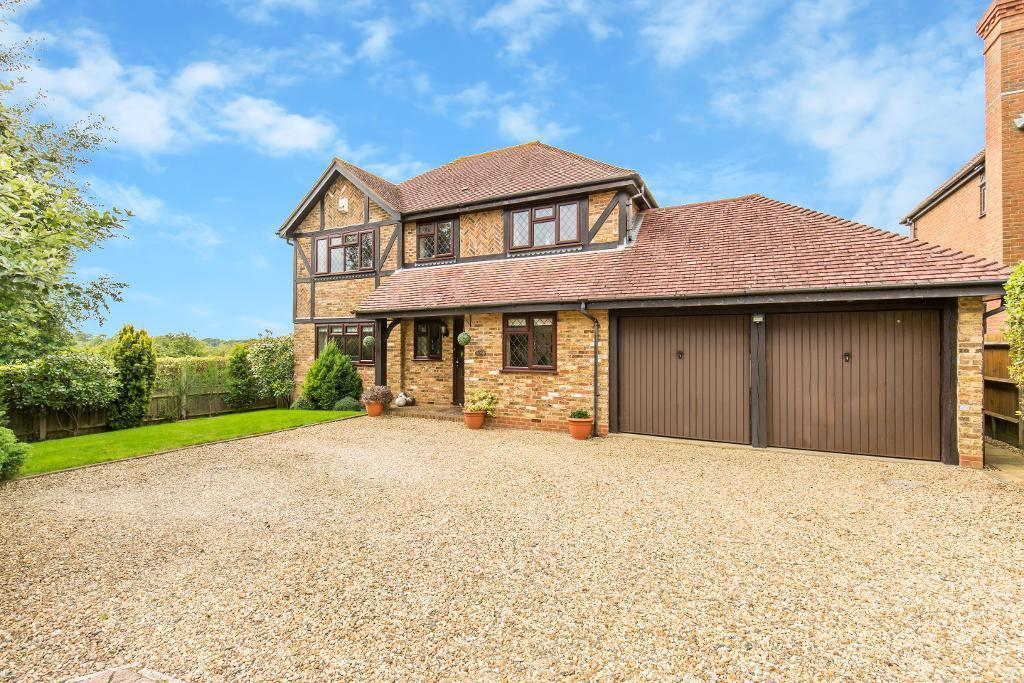 4 Bedrooms Detached House for sale in Straw Close, Caterham, Surrey, CR3 5FL