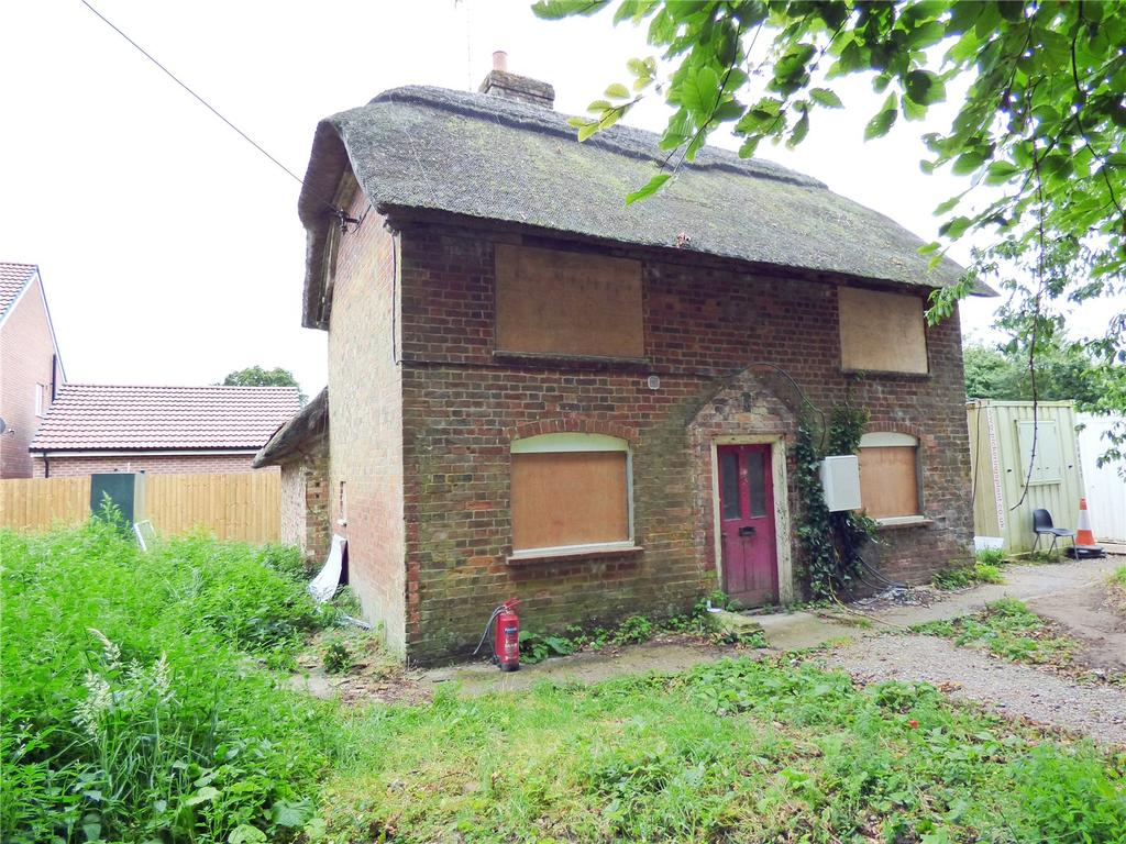 3 Bedrooms House for sale in High Street, Burbage, Marlborough, Wiltshire, SN8