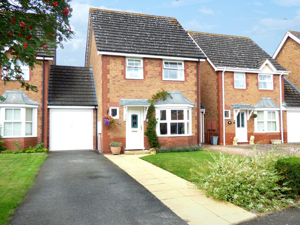 3 Bedrooms Link Detached House for sale in Newmarket Close, Stratford-Upon-Avon