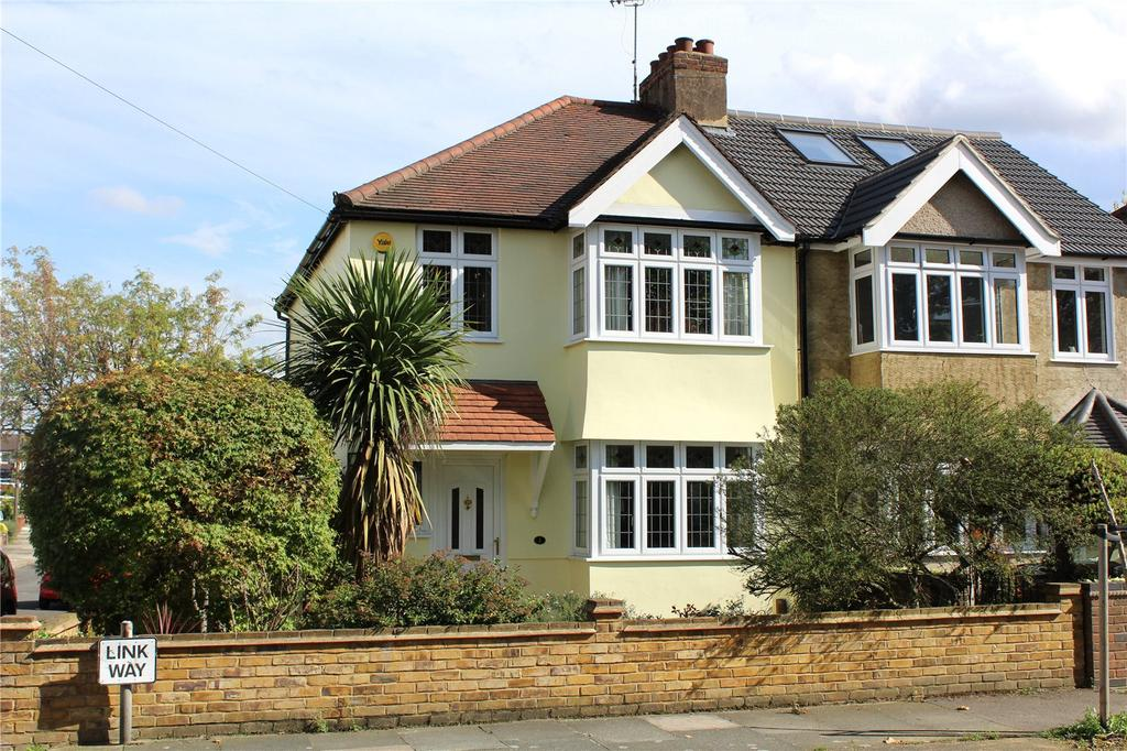 3 Bedrooms Semi Detached House for sale in Link Way, Hornchurch, RM11