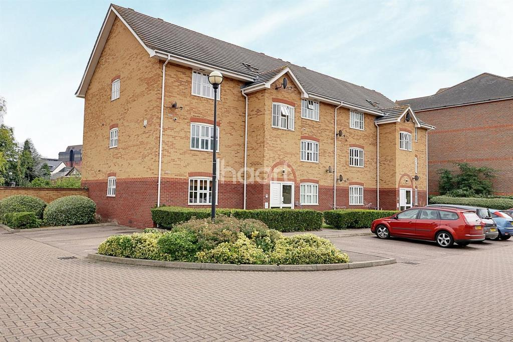 2 Bedrooms Flat for sale in Coal Court, Grays
