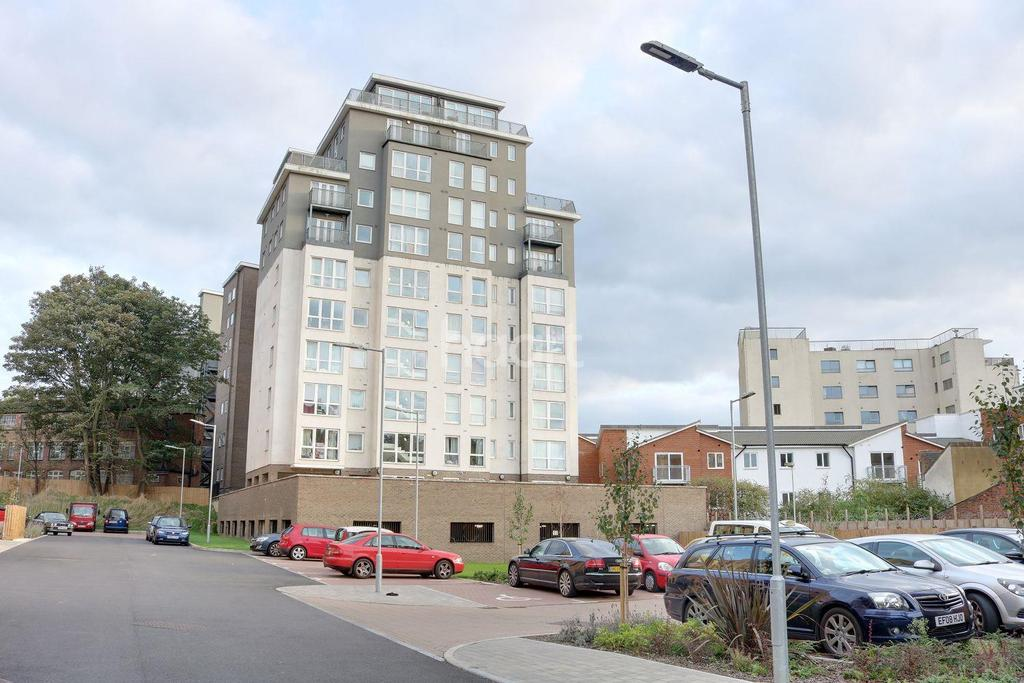 1 Bedroom Flat for sale in Commuting Could Not Be Easier