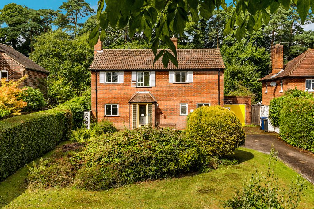 3 Bedrooms Detached House for sale in Denbigh Road, Haslemere