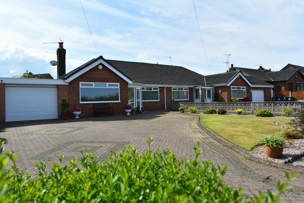 3 Bedrooms Semi Detached Bungalow for sale in Heskin Lane, Ormskirk