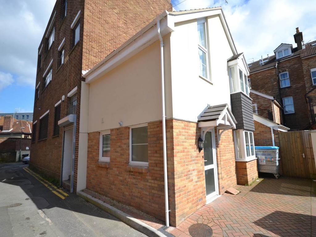 2 Bedrooms House for rent in Lansdowne Lane, Rear Of 4 Lansdowne Road, Lansdowne