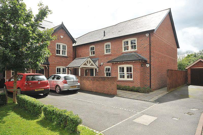 2 Bedrooms Flat for sale in Badgers Croft, Mobberley