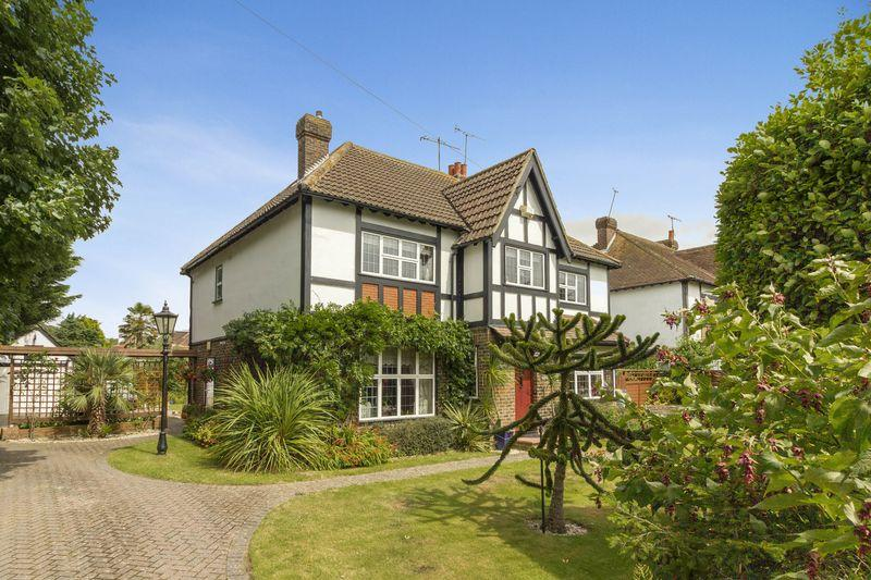 4 Bedrooms Detached House for sale in Upper Brighton Road, Worthing