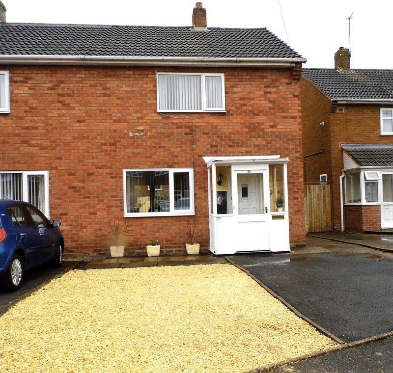 2 Bedrooms Semi Detached House for sale in Clarendon Road, Shelfield, Walsall