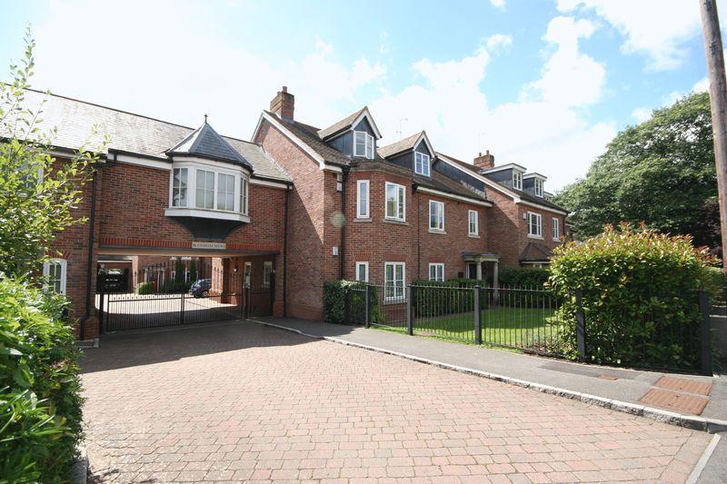 2 Bedrooms Apartment Flat for sale in Beavers Road, Farnham