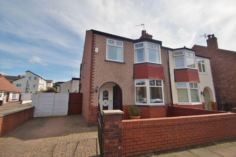 3 Bedrooms Semi Detached House for sale in Court Road, Southport