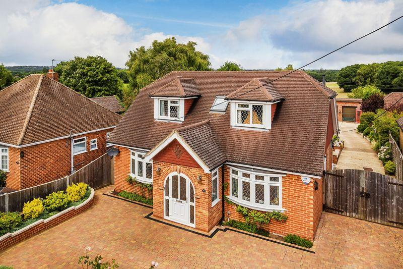 4 Bedrooms Detached Bungalow for sale in Normandy, Guildford