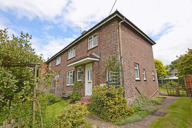 3 Bedrooms Semi Detached House for sale in Selborne, Alton
