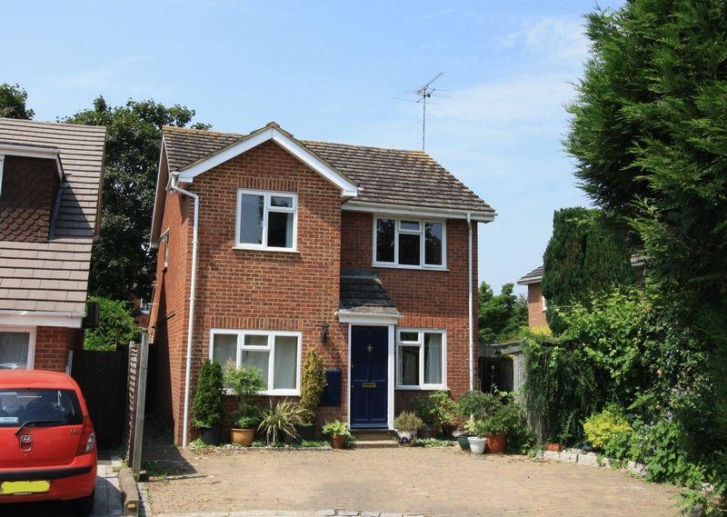 3 Bedrooms Detached House for sale in Bissley Drive, Maidenhead