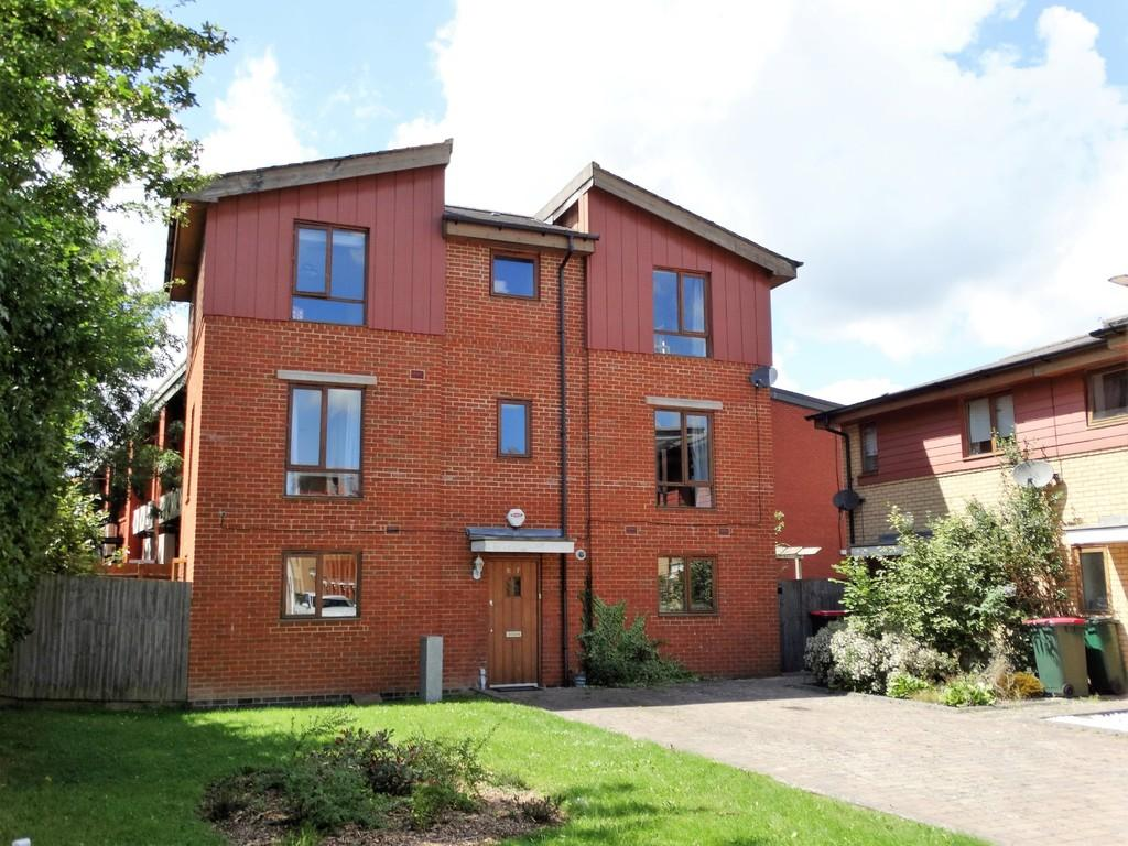 4 Bedrooms Detached House for sale in Three Bridges, Crawley, RH10
