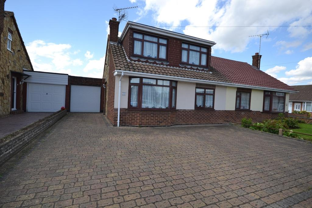 3 Bedrooms Semi Detached Bungalow for sale in Langdon Way, Corringham, Stanford-le-Hope, SS17