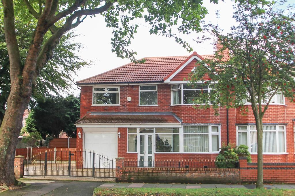 4 Bedrooms Semi Detached House for sale in Hayeswater Road, Urmston, Manchester, M41