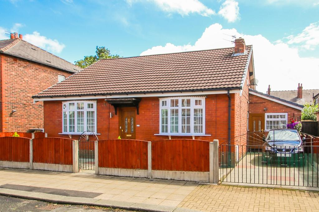 2 Bedrooms Detached Bungalow for sale in Burleigh Road, Stretford, Manchester, M32