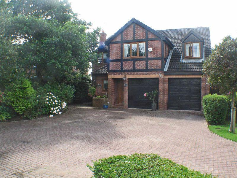 5 Bedrooms Detached House for sale in Heron Way, Herons Reach, Blackpool