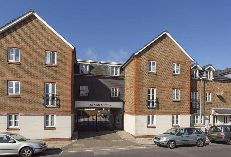 2 Bedrooms Ground Flat for sale in Exmouth Rd, Southsea