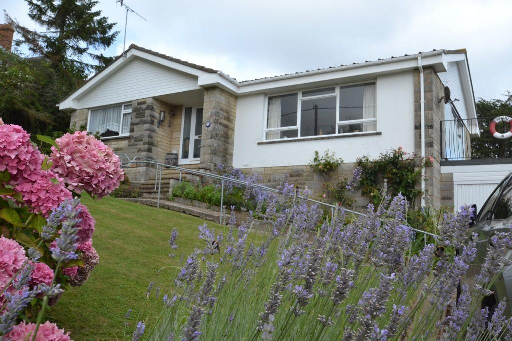 2 Bedrooms Detached Bungalow for sale in Steephill Court Road, Ventnor