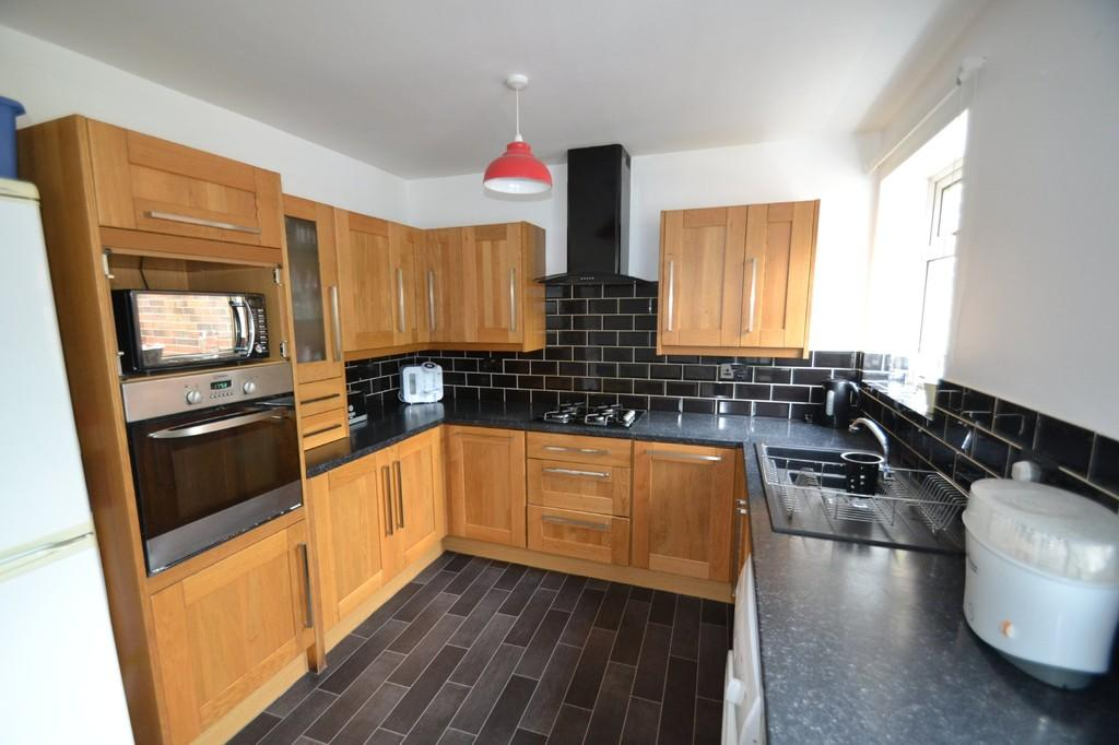 3 Bedrooms End Of Terrace House for sale in MILL LANE, SOUTH ELMSALL, PONTEFRACT