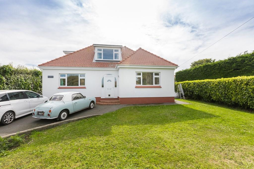 5 Bedrooms Detached Bungalow for sale in Calais Lane, St. Martin, Guernsey
