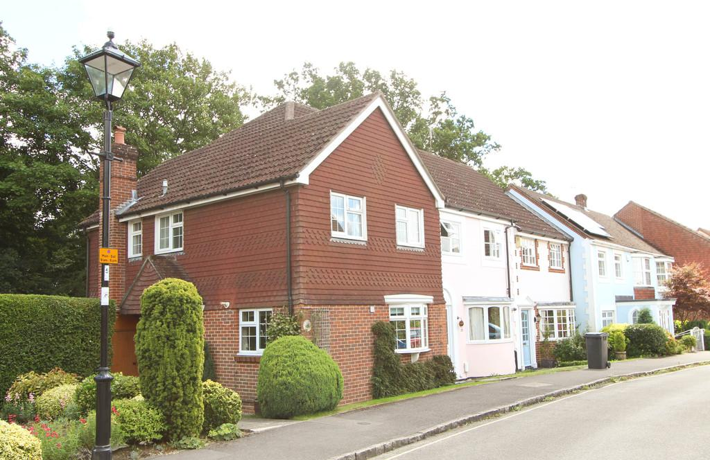 3 Bedrooms End Of Terrace House for sale in Grenehurst Way, Petersfield, Hampshire