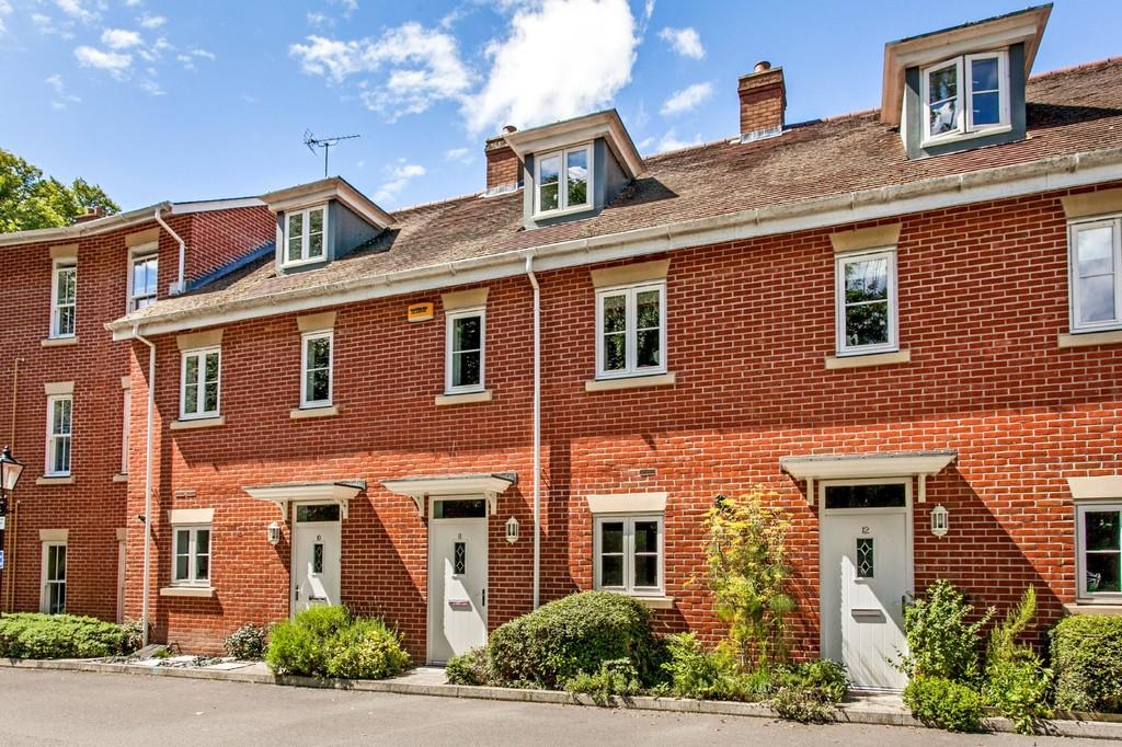 3 Bedrooms Terraced House for sale in Winton Close, Winchester, SO22