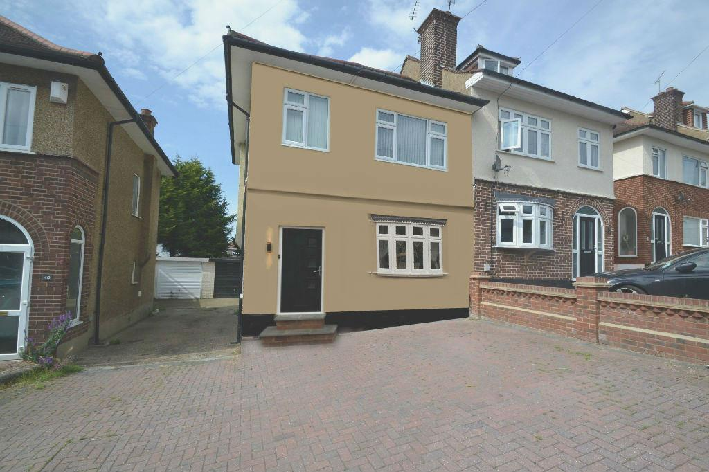 4 Bedrooms Semi Detached House for sale in Hunters Grove, Collier Row