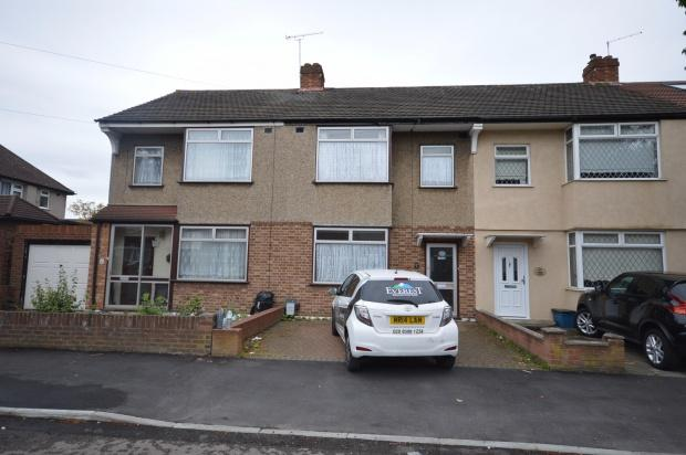 3 Bedrooms Terraced House for sale in Donald Drive, Chadwell Heath, Romford, RM6