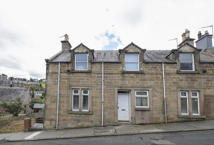 2 Bedrooms Flat for sale in 32 Kilncroft, Selkirk, TD7 5AQ