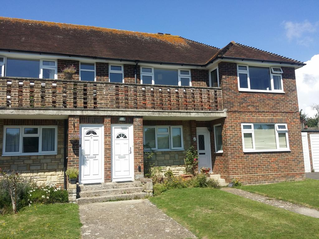 2 Bedrooms Flat for rent in Downsland Way, East Dean, Nr Eastbourne BN20