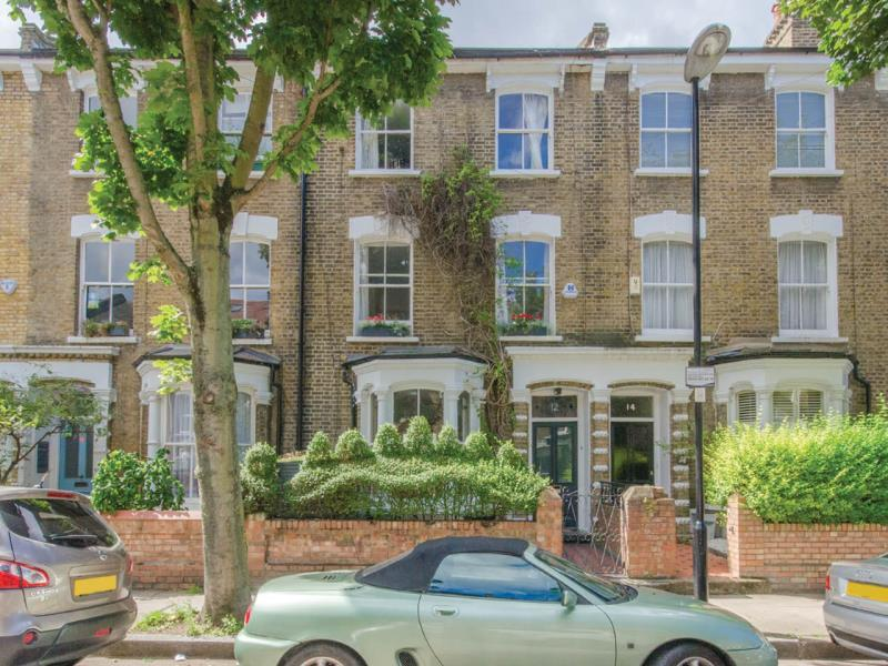4 Bedrooms Terraced House for sale in Evershot Road , N4