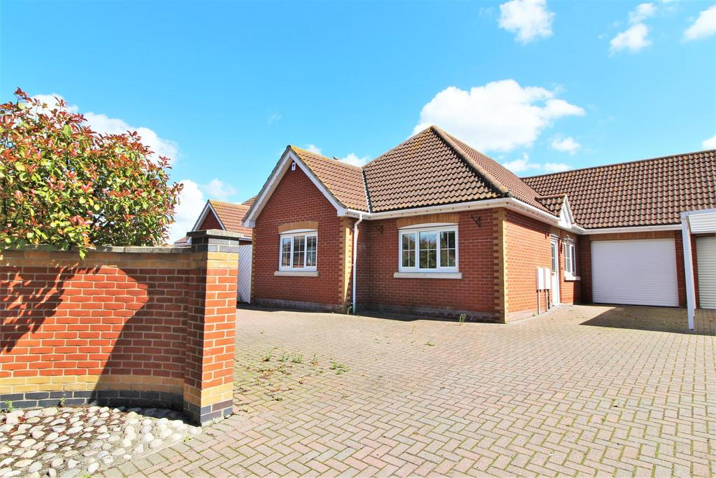 4 Bedrooms Detached Bungalow for sale in The Street, Little Clacton