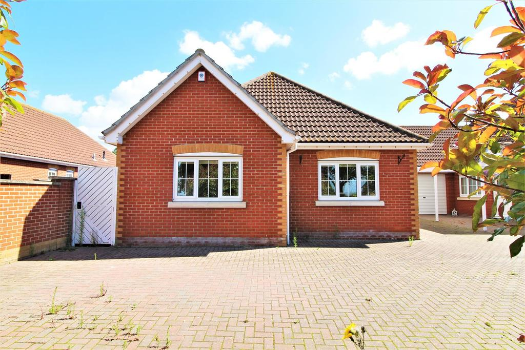 4 Bedrooms Detached Bungalow for sale in The Street, Little Clacton, Clacton-On-Sea