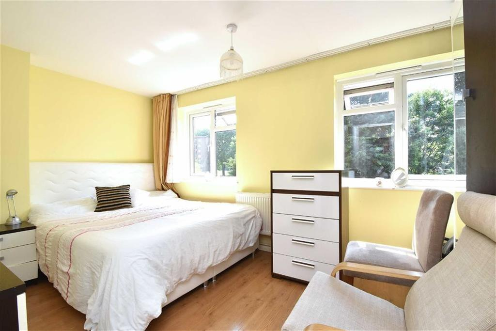 2 Bedrooms Flat for sale in Bell Green Lane, Sydenham