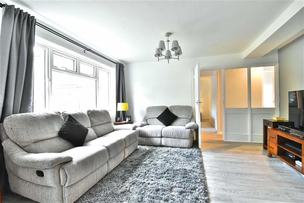 3 Bedrooms Flat for sale in Sellindge Close, Beckenham, Kent