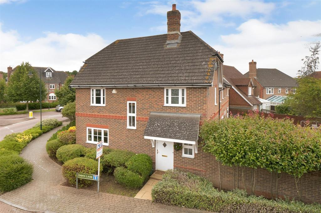 4 Bedrooms Semi Detached House for sale in Dawn Lane, Kings Hill, ME19 4BD