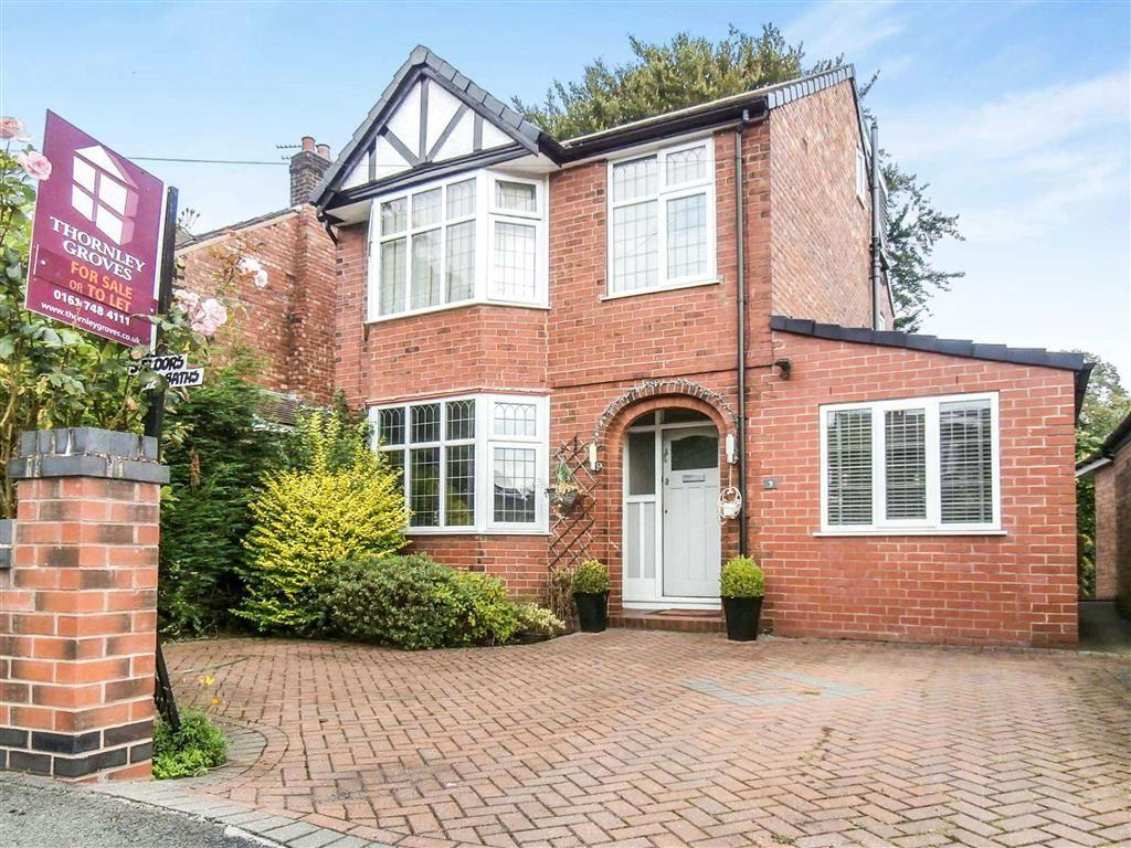 4 Bedrooms Detached House for sale in Moorlands Avenue, Urmston, Manchester