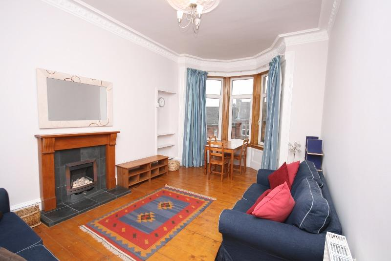 2 Bedrooms Flat for rent in Caird Drive, Partick, Glasgow, G11 5DS