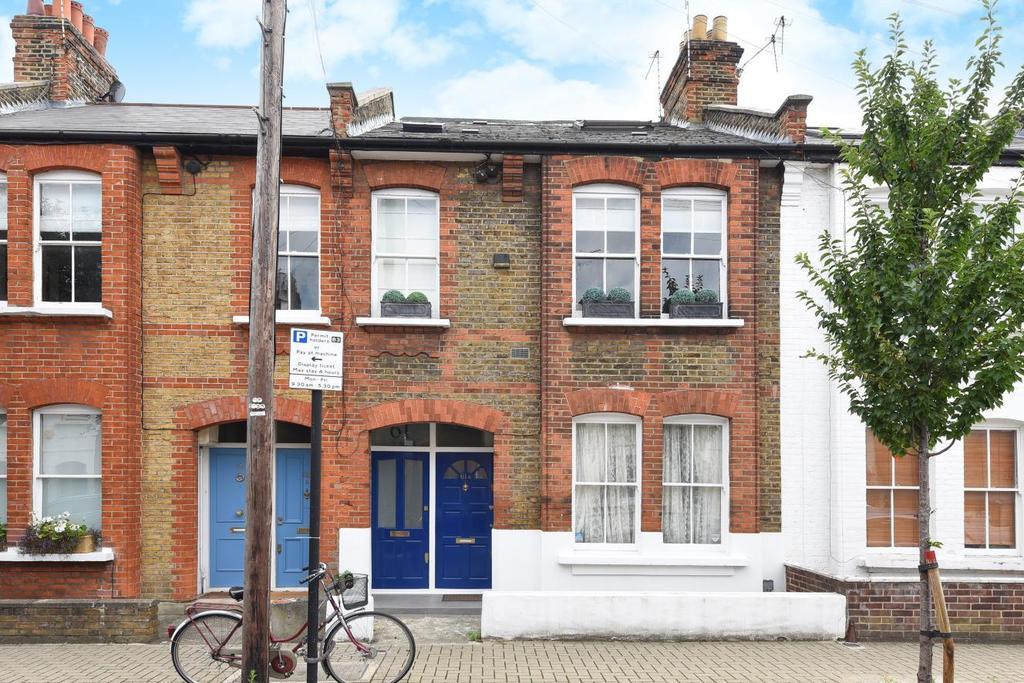 2 Bedrooms Maisonette Flat for sale in Ingelow Road, Battersea