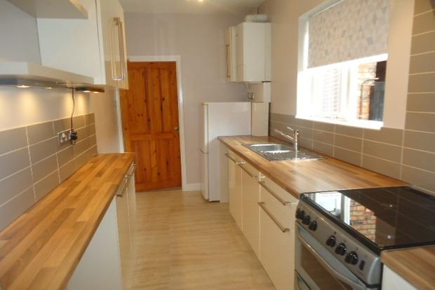 3 Bedrooms Terraced House for sale in Raymond Road, Leicester, LE3
