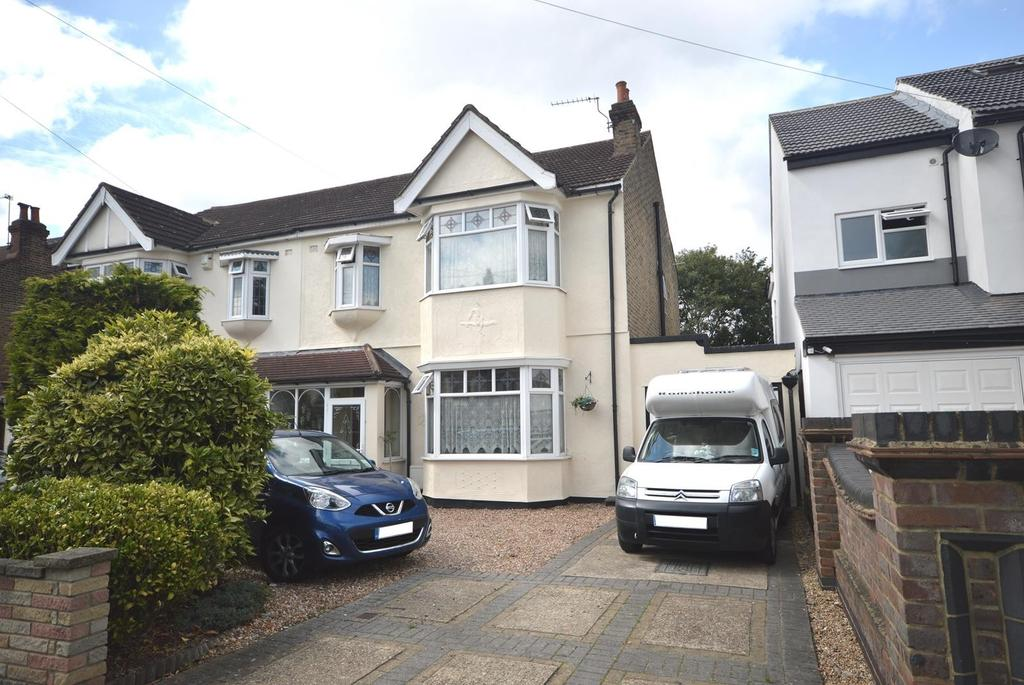 4 Bedrooms Semi Detached House for sale in Fairholme Avenue, Gidea Park, RM2