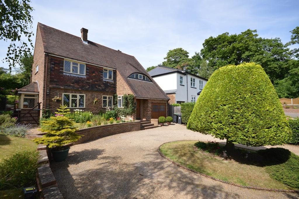 4 Bedrooms Detached House for sale in Ravensmere, Epping, CM16