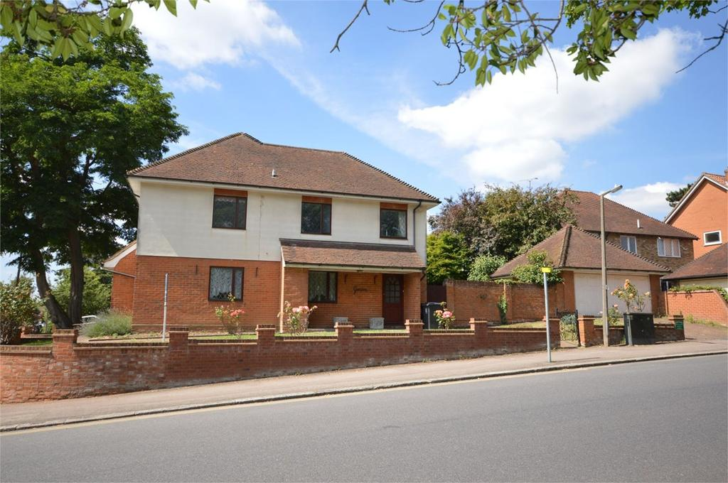 5 Bedrooms Detached House for sale in 15 Hartland Road, Epping, CM16