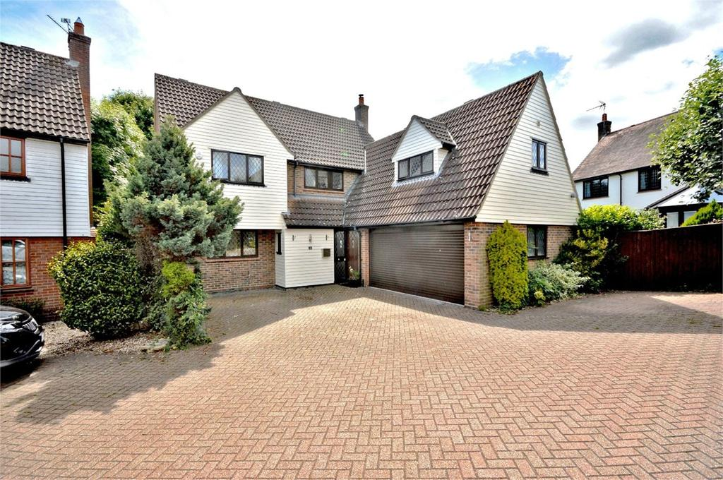 5 Bedrooms Detached House for sale in High Meadow, Dunmow, CM6